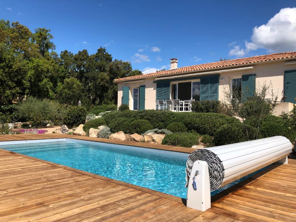 Belle villa avec piscine chauffée sur un magnifique jardin ...