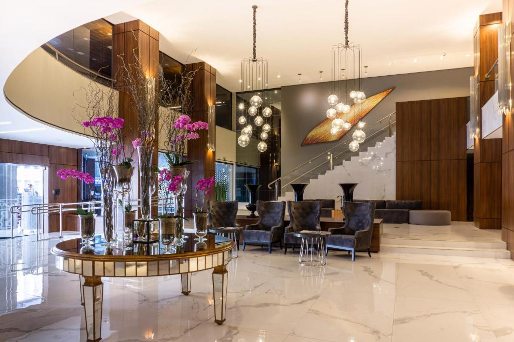 The lobby or reception area at Grand Hotel Rayon