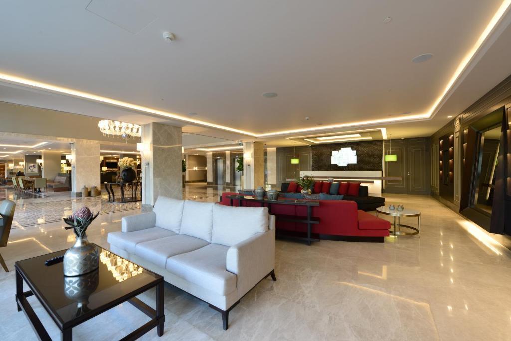 Лобби или стойка регистрации в Holiday Inn Bursa - City Centre