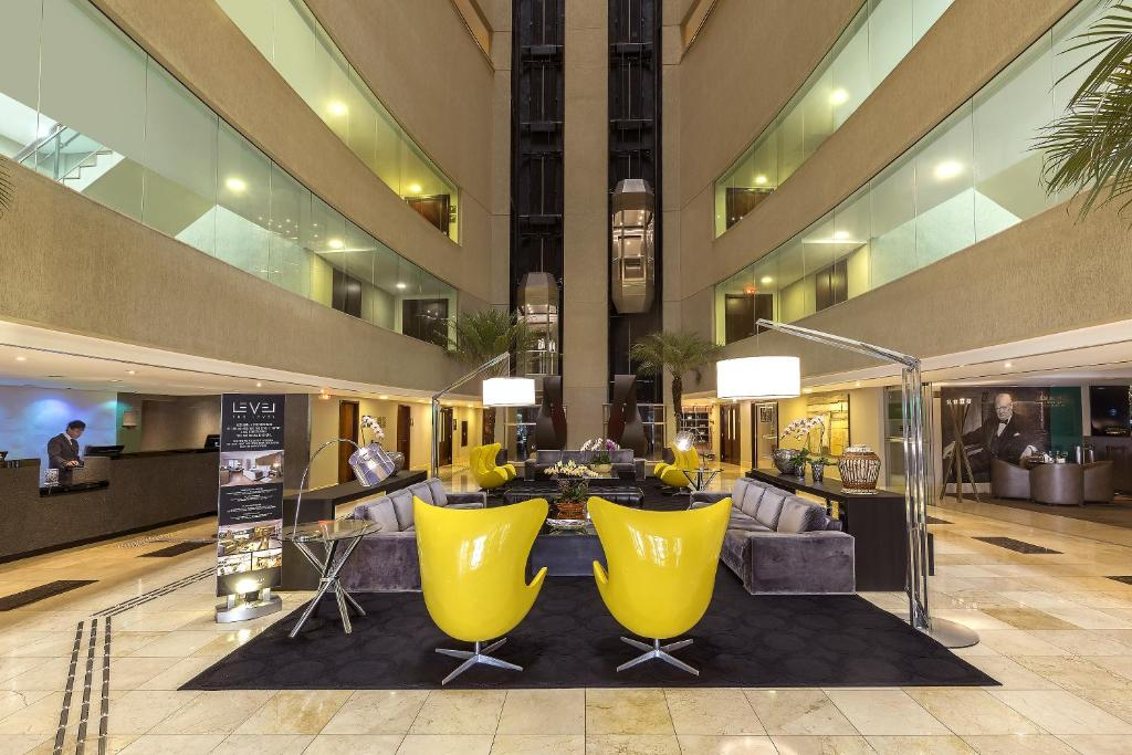The lobby or reception area at Meliá Brasil 21