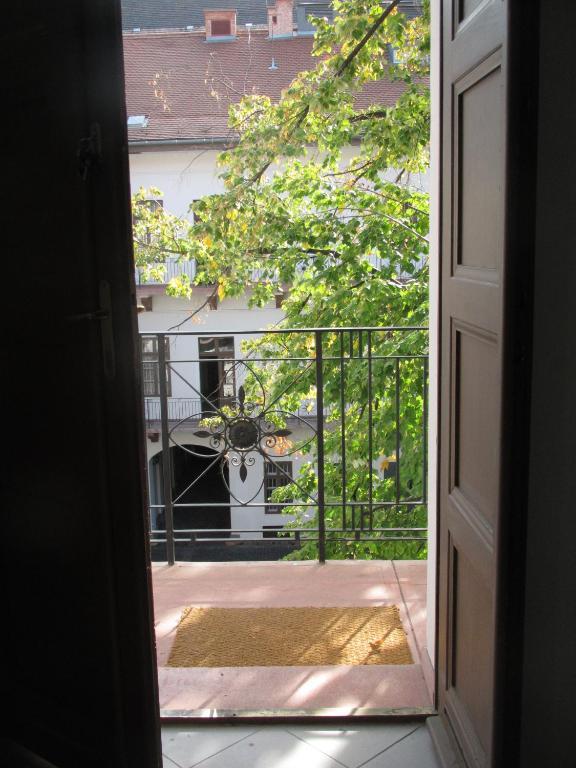 Gold Street Apartment