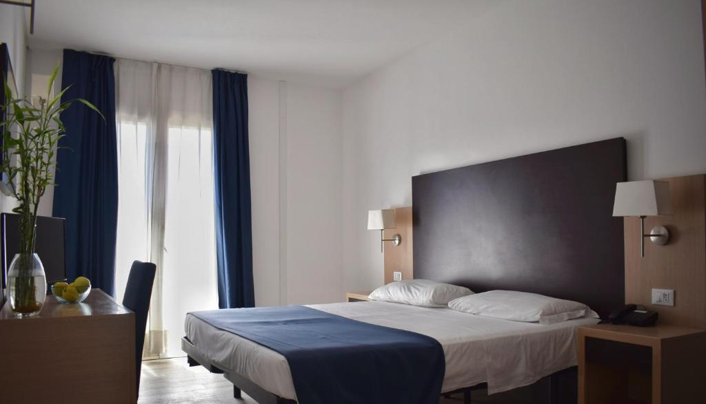 A bed or beds in a room at Hotel Giardino d'Europa
