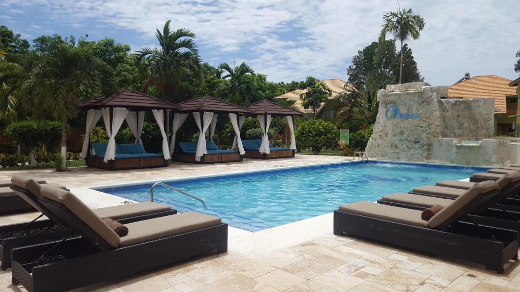 Бассейн в Oasis Resort или поблизости
