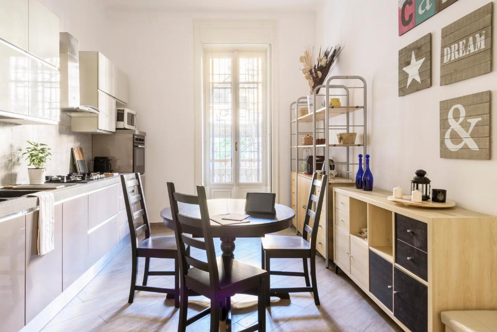 Sarti Mobili Porta Tv.Sarti Master Guest Apartment Milan Italy Booking Com