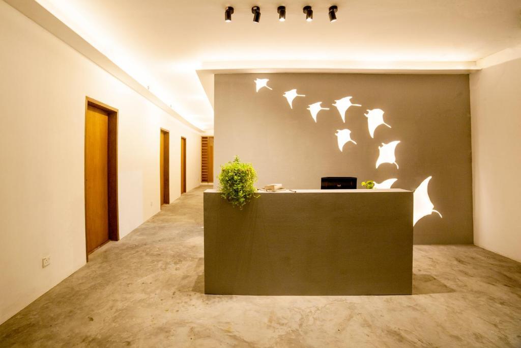 The lobby or reception area at Island scuba inn