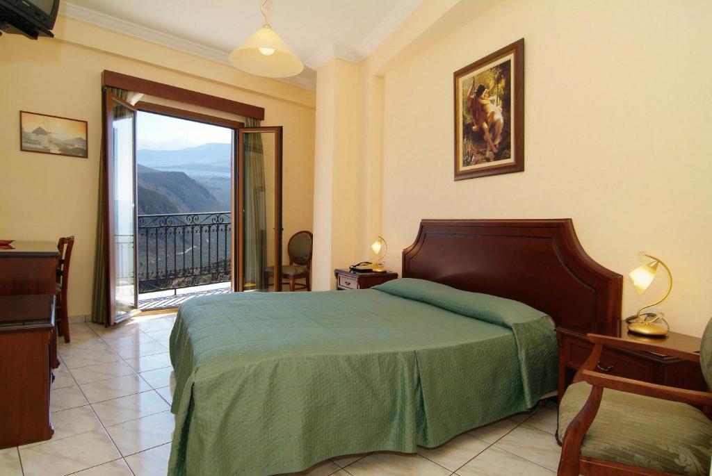 Un ou plusieurs lits dans un hébergement de l'établissement Hermes Hotel