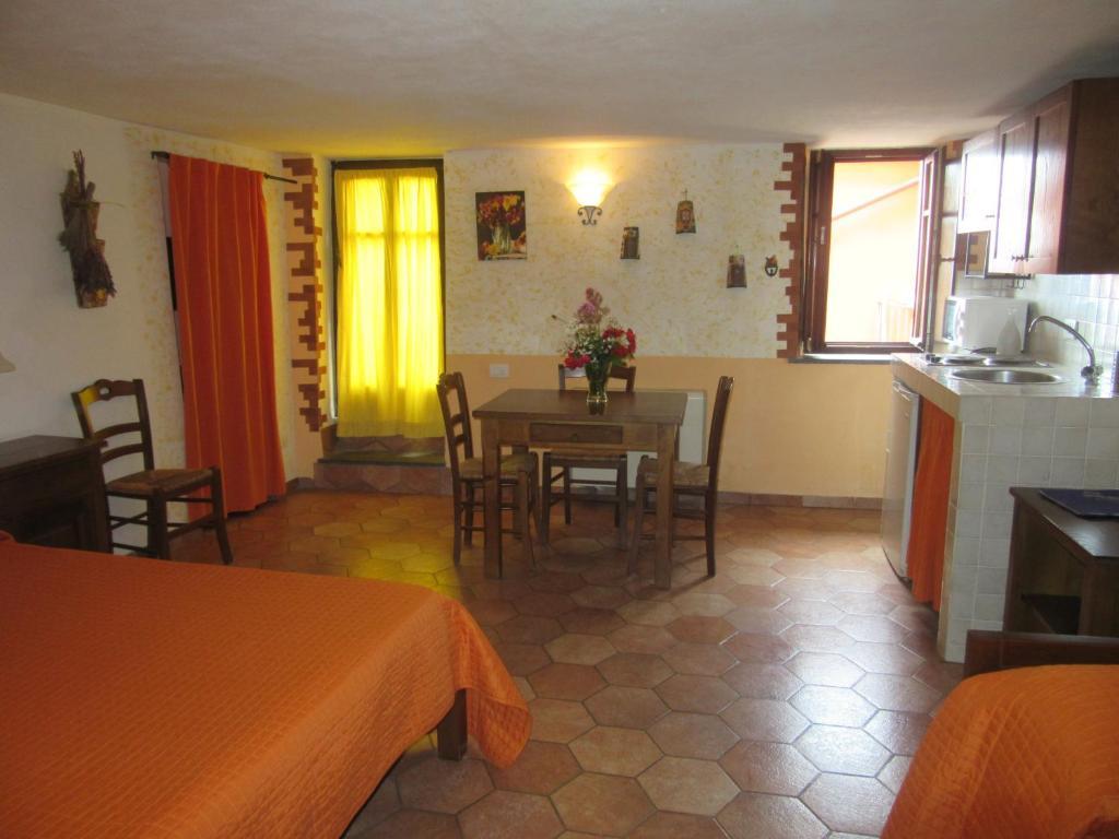 Condo Hotel Il Borgo Di Campi Riomaggiore Italy Booking Com