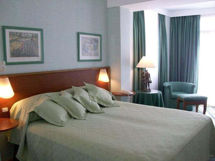 A bed or beds in a room at Gran Playa Hotel