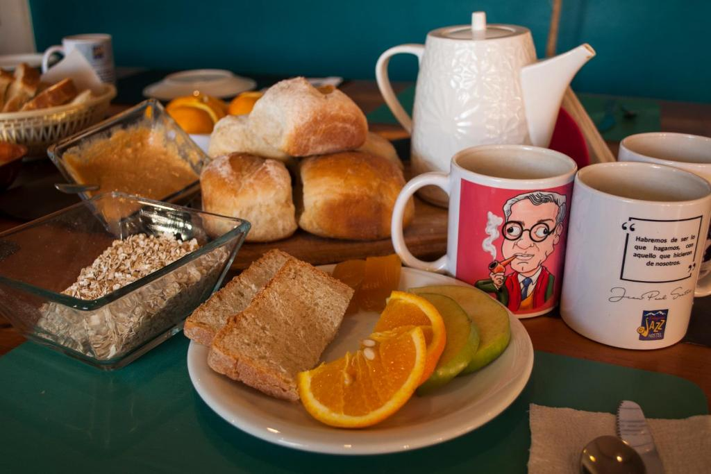 Breakfast options available to guests at Patagonia Jazz Hostel