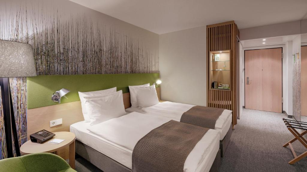 A bed or beds in a room at Holiday Inn Frankfurt - Alte Oper