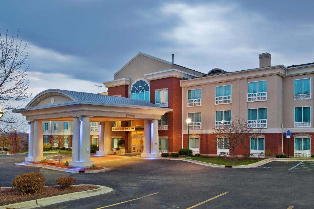 Walker, Michigan Hotels from $50 - Cheap Hotel Deals   Travelocity