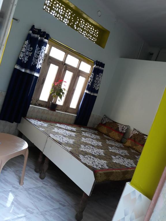 A bed or beds in a room at Hotel munee baba & cafe