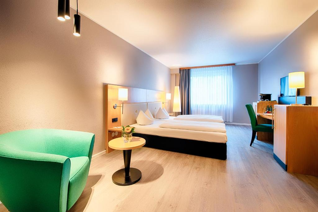 A bed or beds in a room at ACHAT Premium Frankfurt/Egelsbach