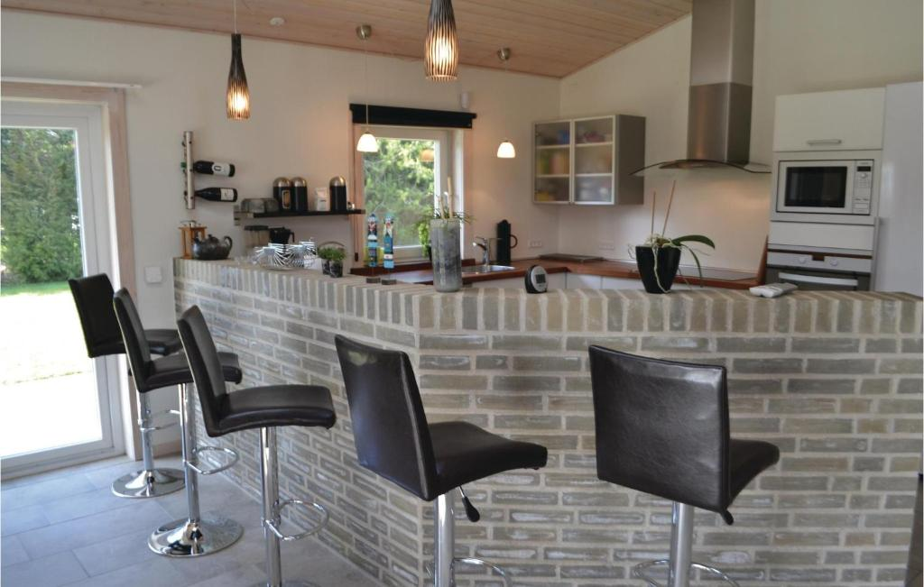 Four-Bedroom Holiday home Henne with a Fireplace 09