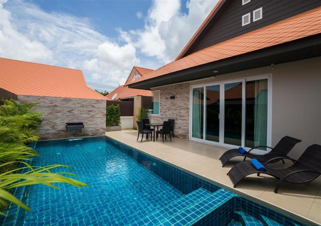 The swimming pool at or near The Ville Jomtien Pool Villa