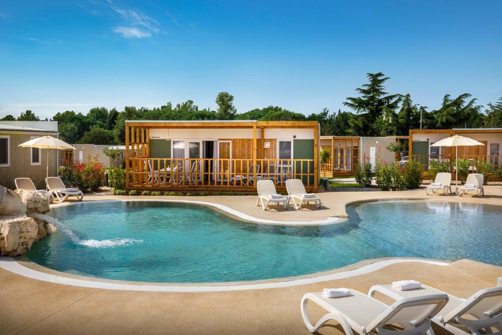 Het zwembad bij of vlak bij Mobile Homes Polari