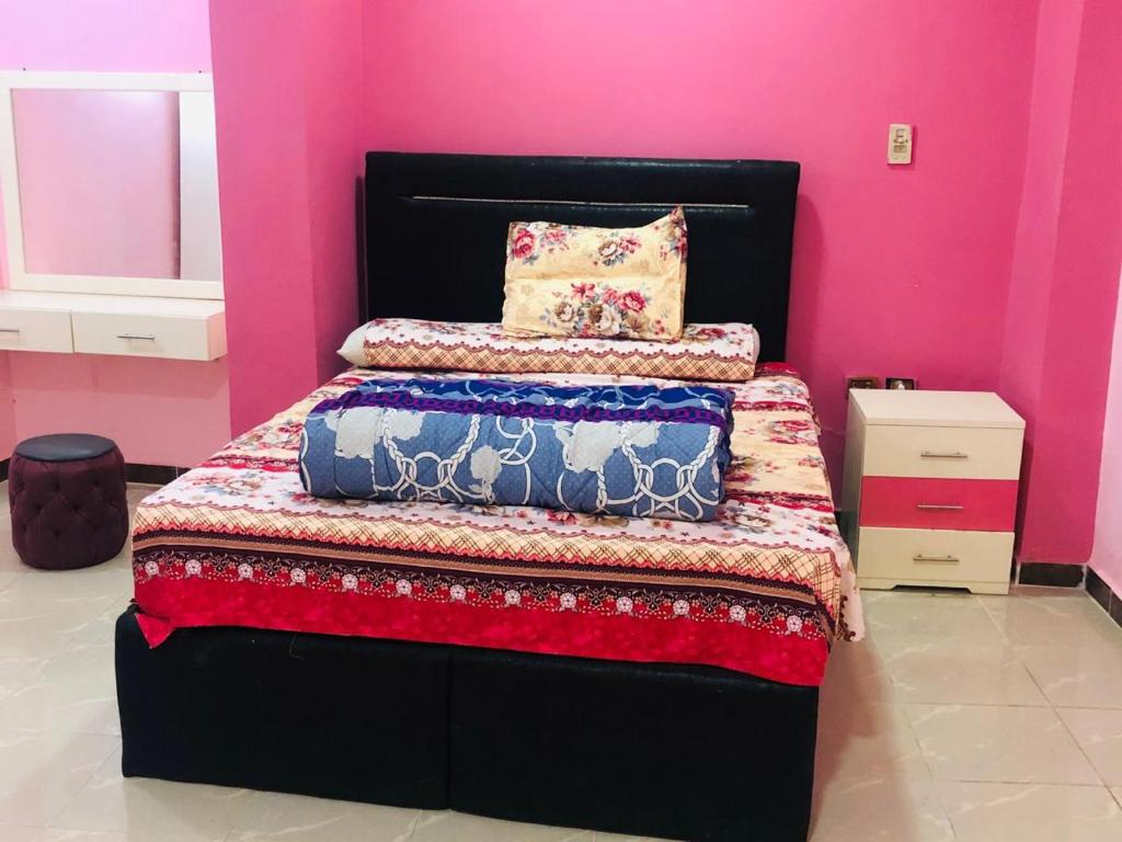 A bed or beds in a room at Happy Home