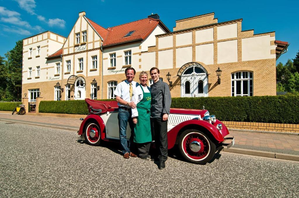 A family staying at Hotel Fliegerheim