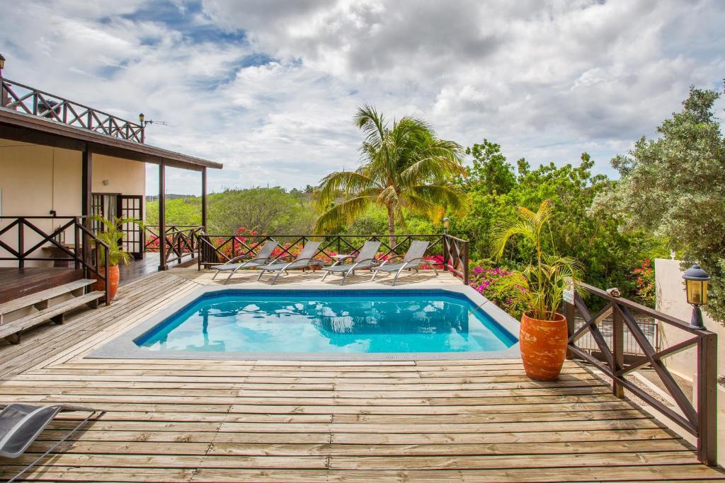 The swimming pool at or near Curavilla