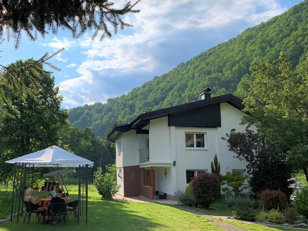 River Island Villa