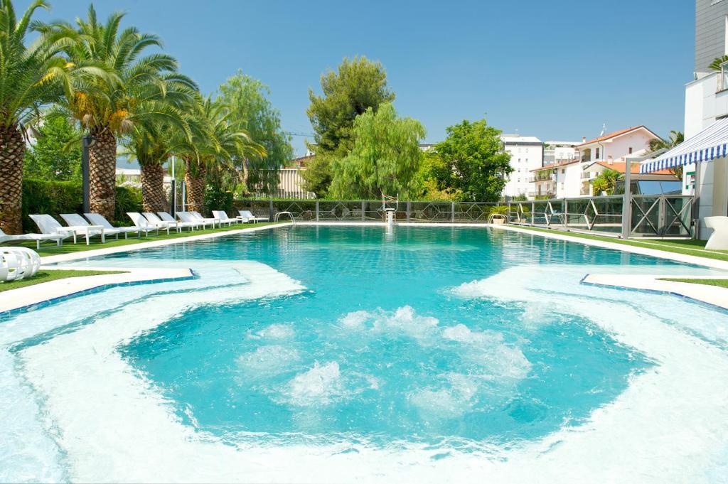 The swimming pool at or near Ariha Hotel Cosenza Rende