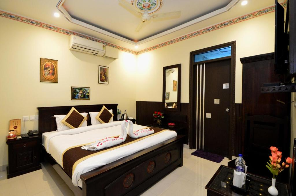 A bed or beds in a room at Surya Garh-A Heritage Hotel