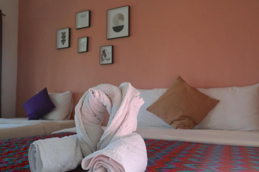 A bed or beds in a room at Manulalu B&B