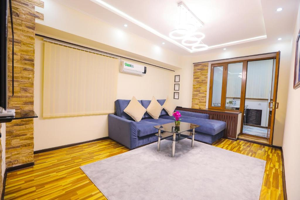 A seating area at Guest House in Downtown, Center 5