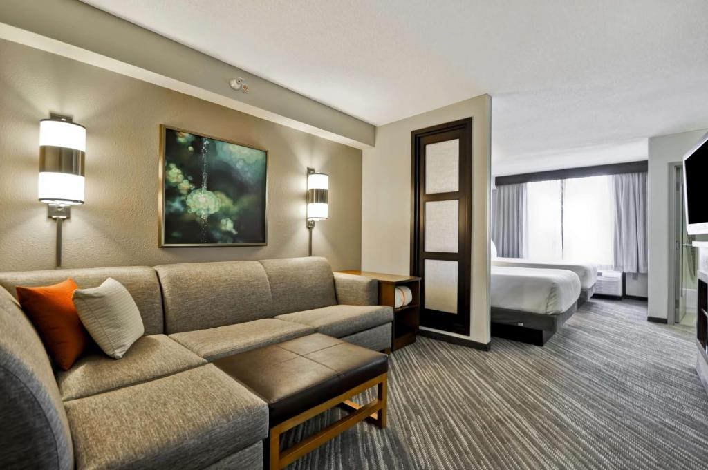 A seating area at Hyatt Place Minneapolis Airport South
