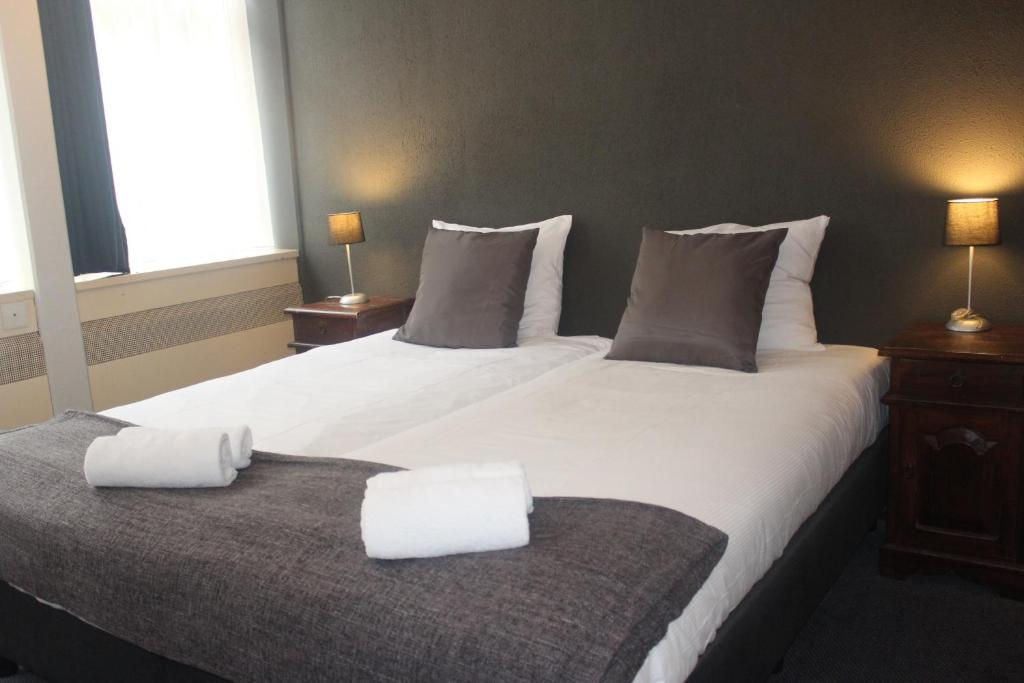 A bed or beds in a room at Euro Hotel Centrum