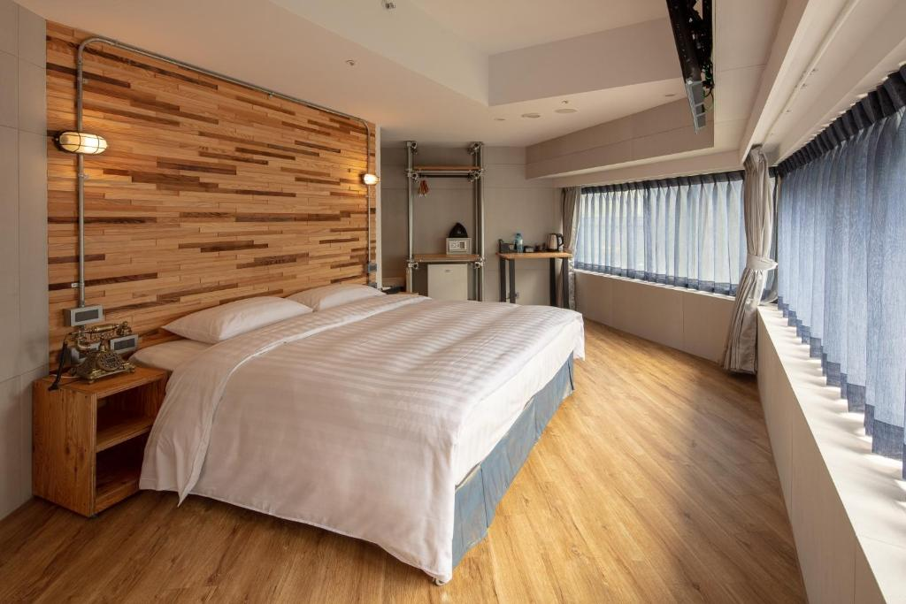 A bed or beds in a room at RF Hotel - Zhongxiao