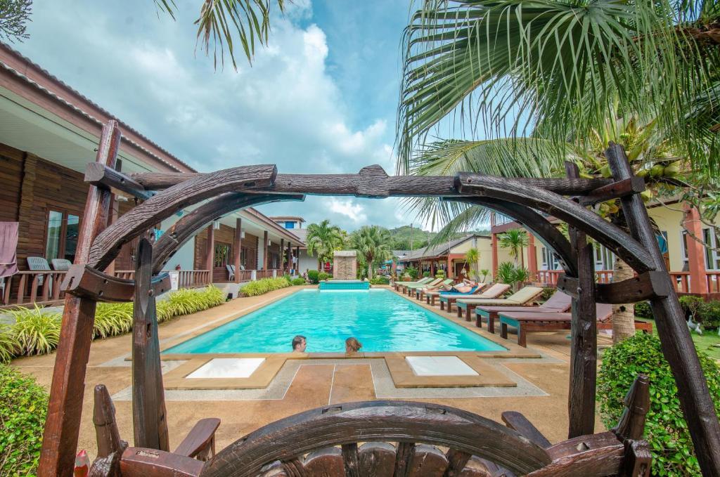 The swimming pool at or near Khum Laanta Resort