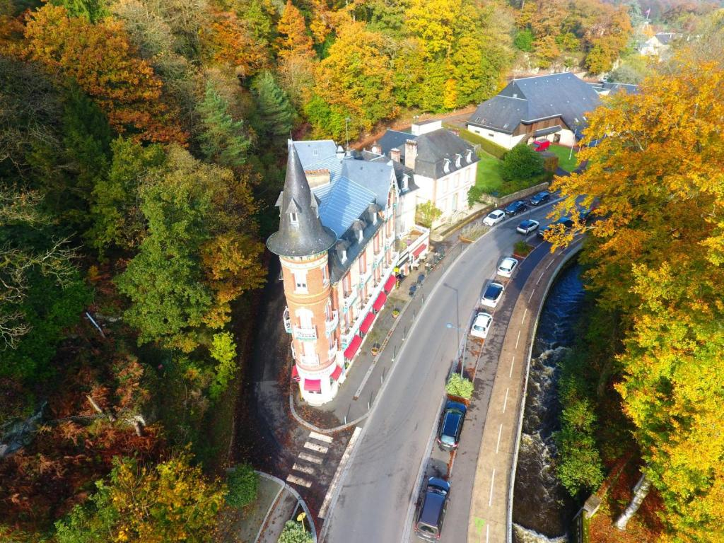 A bird's-eye view of Le Roc Au Chien