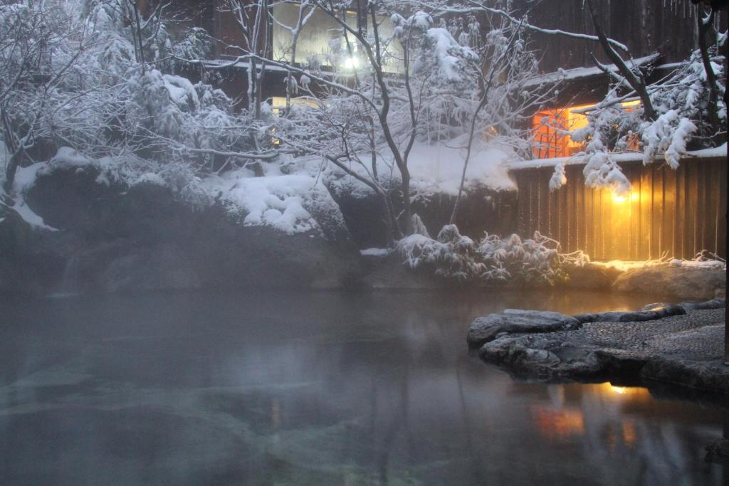 Yumoto Choza during the winter