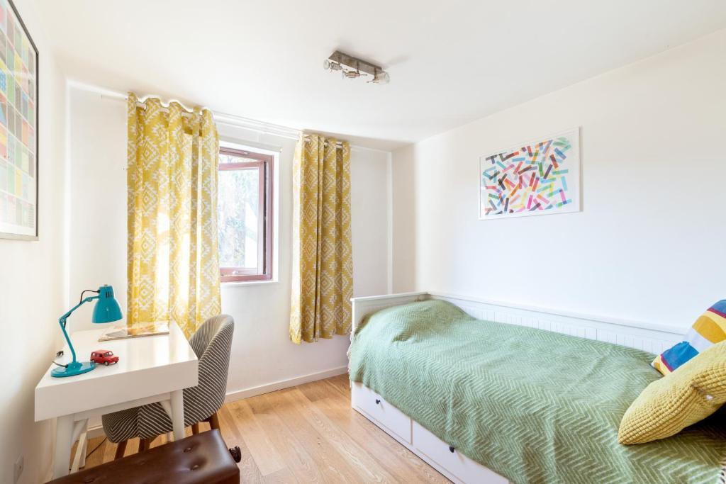 Prestigious West Hampstead 2 Bedroom Modern Apartment