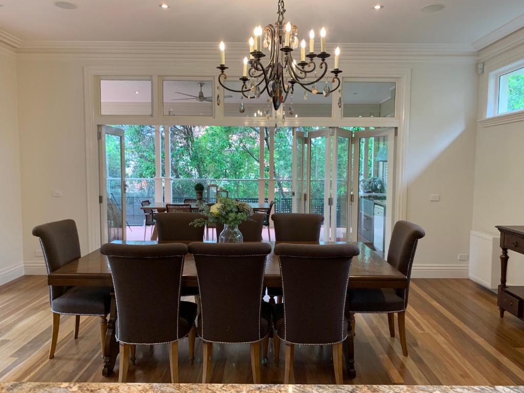 Área de jantar na villa