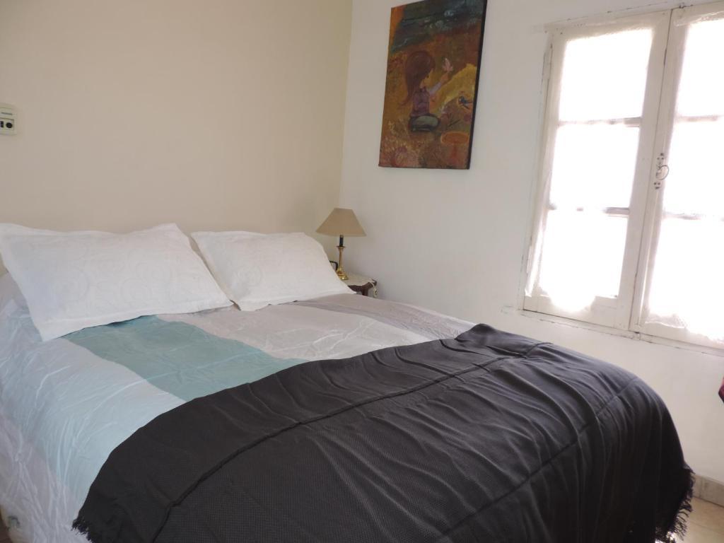 Una cama o camas en una habitación de Urquiza house