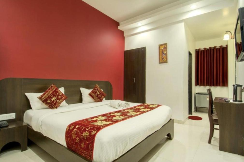 A bed or beds in a room at Airport Goodluck Hospitality Delhi