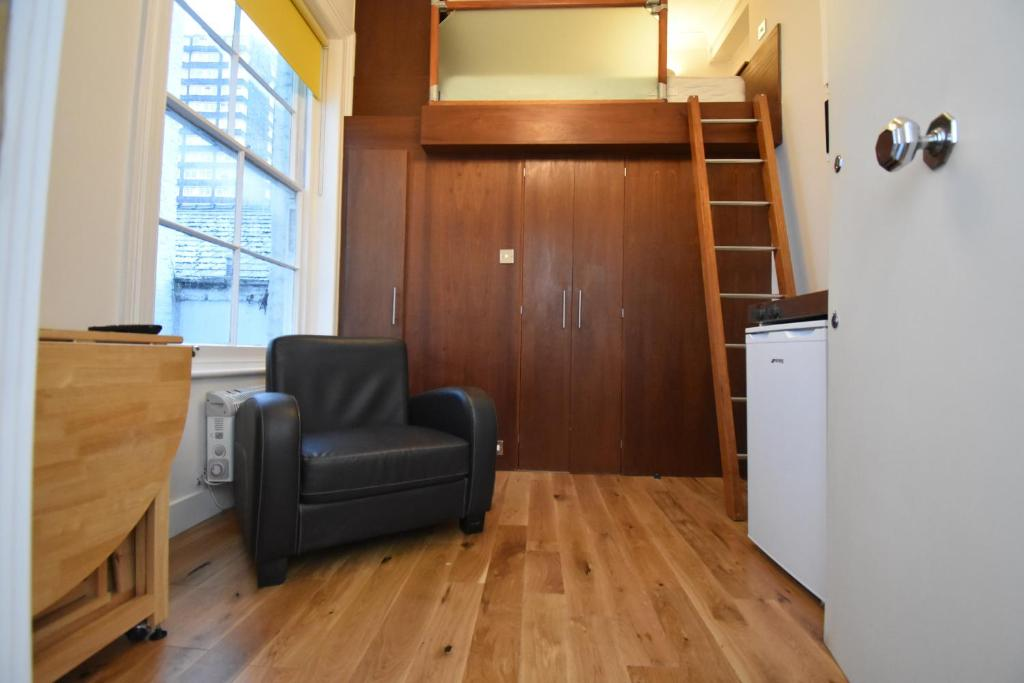 Small Studio In Notting Hill