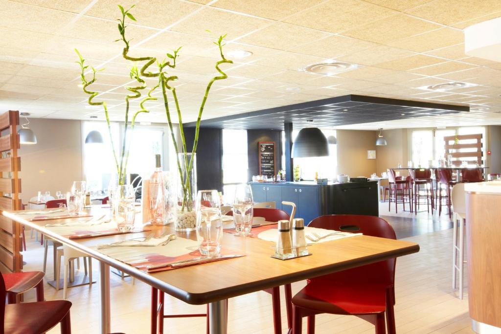 Restaurant ou autre lieu de restauration dans l'établissement Campanile Montpellier Est Le Millénaire