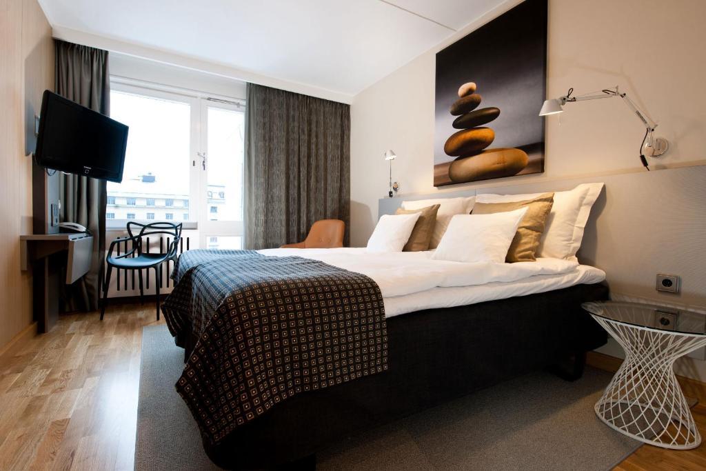 Säng eller sängar i ett rum på Hotel Birger Jarl