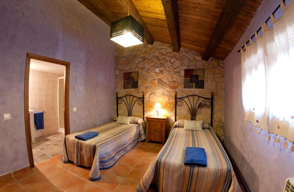 A bed or beds in a room at Abaric Casa Rural