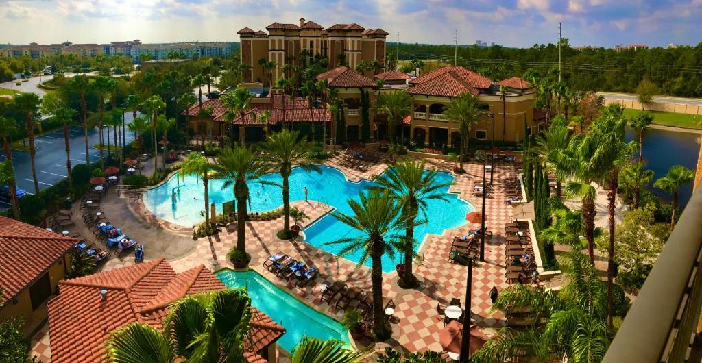 Uma vista da piscina em Floridays Orlando Two & Three Bed Rooms Condo Resort ou nos arredores