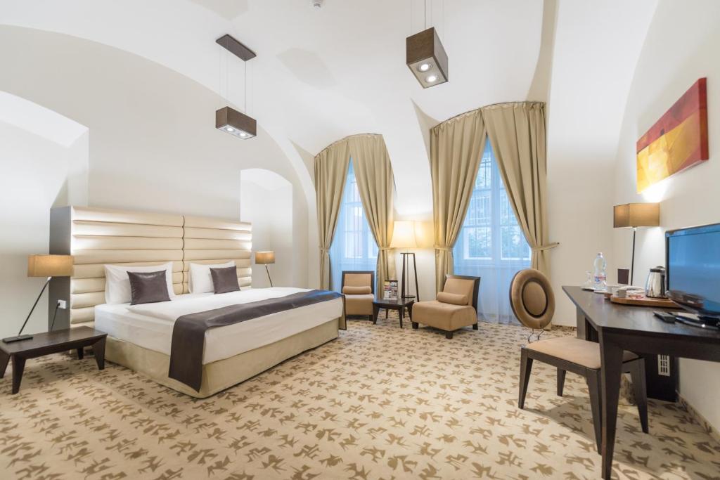Ein Bett oder Betten in einem Zimmer der Unterkunft Buda Castle Fashion Hotel Budapest