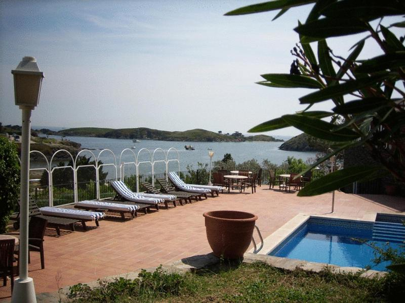 A view of the pool at Hotel Port-Lligat or nearby