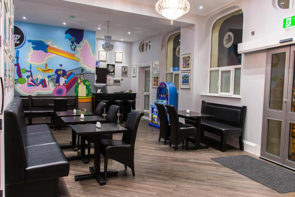 A restaurant or other place to eat at Penny Lane Hotel
