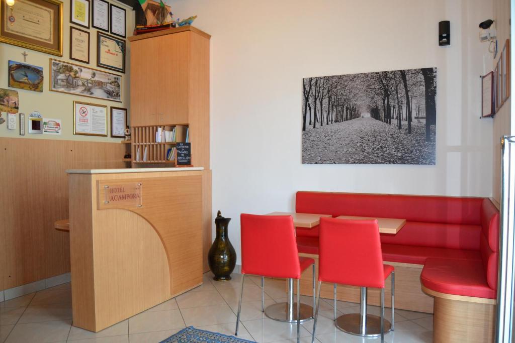 The lobby or reception area at Albergo Acampora