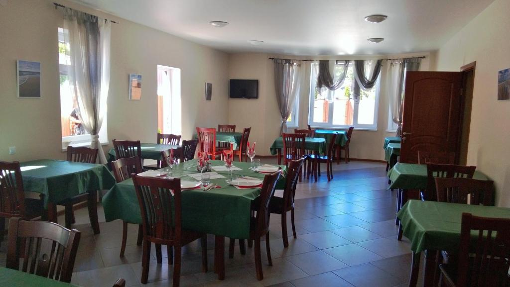 A restaurant or other place to eat at Zolotye Peski