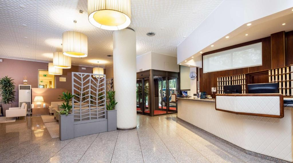 The lobby or reception area at Best Western Air Hotel Linate