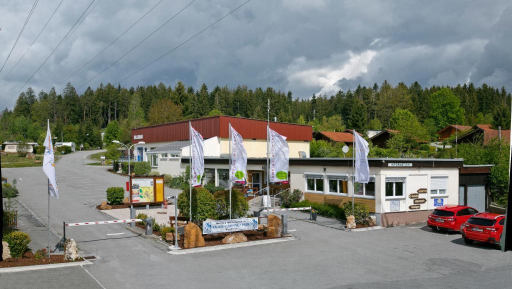 Das Gebäude in dem sich der Campingplatz befindet